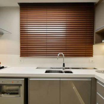 persianas itajaí conserto instalação élétrica automáticas rolô plissadas blecaute blackout aluminio vertical horizontal cozinha preço loja de sob medida madeira