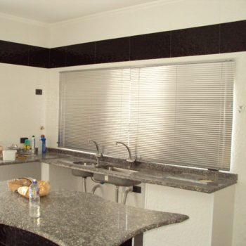 persianas itapema conserto instalação élétrica automáticas rolô plissadas blecaute blackout aluminio vertical horizontal cozinha preço loja de sob medida madeira