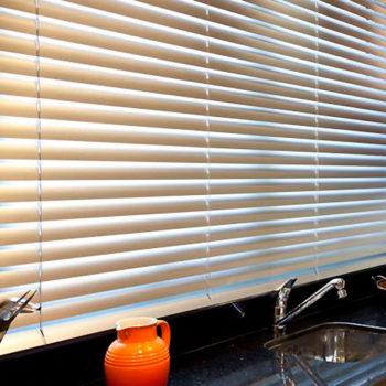 persianas porto belo conserto instalação élétrica automáticas rolô plissadas blecaute blackout aluminio vertical horizontal cozinha preço loja de sob medida madeira